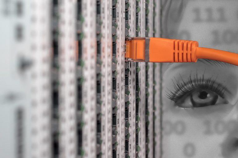 WiFiルータとLANケーブルを接続する際の注意点